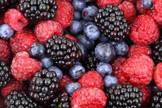 Smoothie s lesním ovocem plné energie